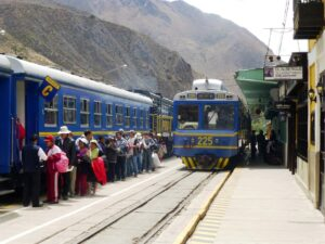 peru rail Ollantaytambo cusco